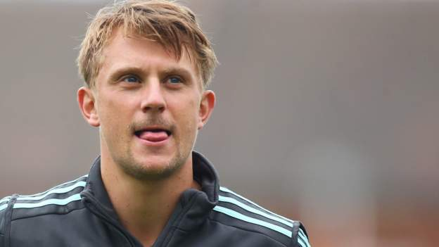 Scott Borthwick: Durham re-sign all-rounder from Surrey on five-year deal
